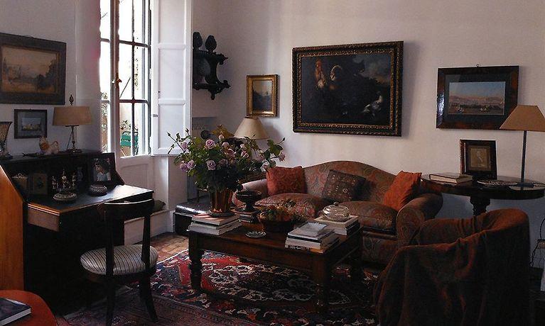 Strange Bb Casa De Luca A Campo De Fiori Rome Frankydiablos Diy Chair Ideas Frankydiabloscom